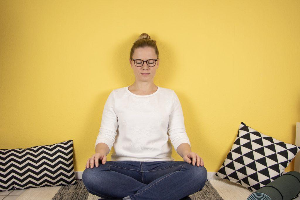 Sandra meditiert | Sandra ist achtsam