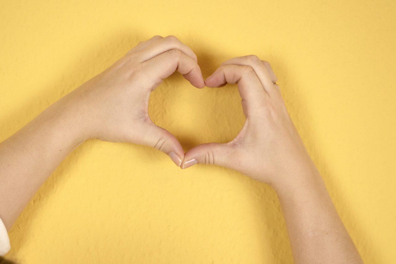 Was ist Glück | Hand mit Herz